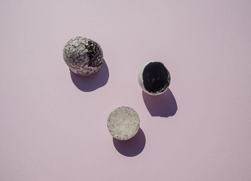 Huevo de Gallina Feliz, 2019, brooch; resin, eggshells, steel